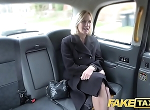 Fake taxi full-grown milf receives will not hear of big pink flaps stretched open