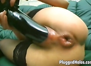 Girl copulates in the flesh involving a disastrous dildo