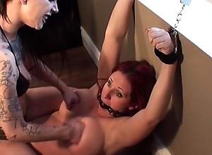 Mw-494 snap one's fingers at vs myleena punching Bristols (hostage)